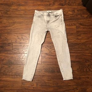 Forever 21 gray Capri jeans with zippers at ankles